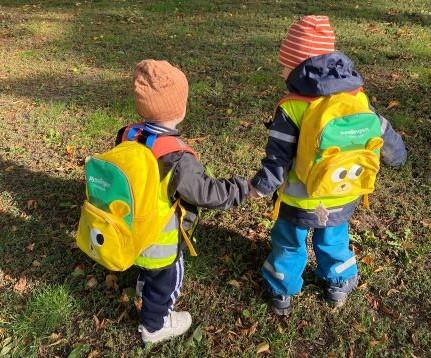 Barn med ryggsäck på Pysslingen förskolor